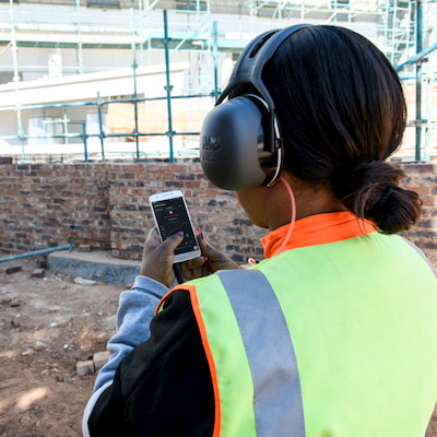Now you can utilise the hearTest™ Occupational Health, smartphone audiometry solution